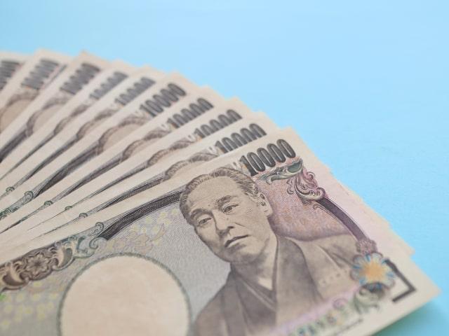 10枚の並べられた1万円札