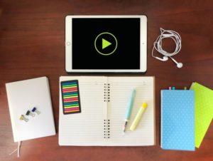 ノート・iPad・メモ帳・イヤホン