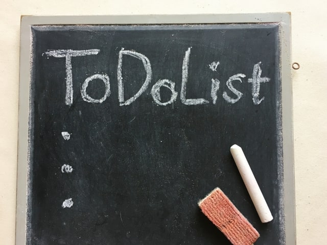 黒板に書かれた「ToDoList」の文字